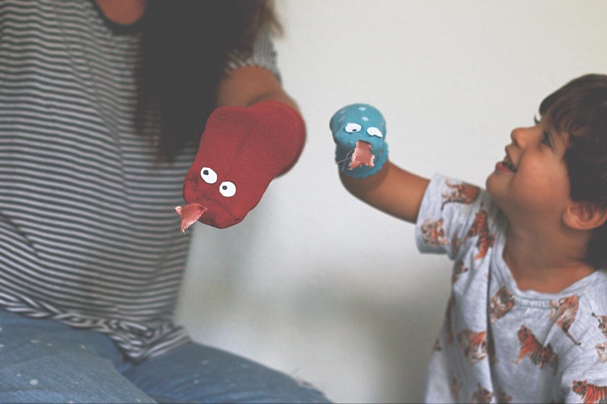 Zeit schenken: Sockenschlangen DIY + Song